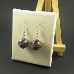 Boucles d'oreilles artisanales avec des perles rayées