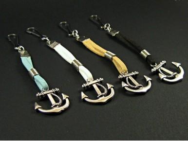 Bijou de sac ancre marine et suédine de couleurs diverses