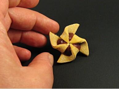 Magnet en résine polymère hélice au chocolat