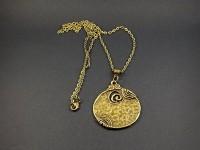 Collier fantaisie couleur bronze bouclier martelé
