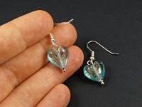 Boucles d'oreilles fantaisie coeur de verre avec paillettes incrustées