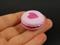 Magnet artisanal macaron rose décor coeur