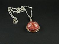 Collier en métal fantaisie argenté et globe en verre rempli de microbilles