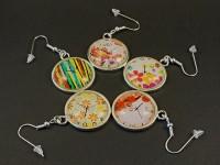 Boucles d'oreilles fantaisie cabochons fausses horloges colorées