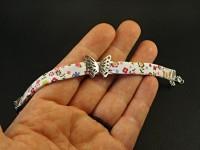 Bracelet fantaisie tissu liberty agrémenté d'une perle passe ruban motif papillon