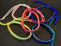 Bracelet fantaisie tissage cordons couleur flashies