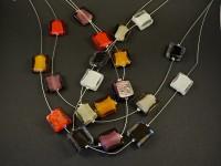 Collier fantaisie perles de verre carrées couleurs au choixu