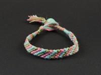 Bracelet brésilien modèle rayure pour enfant