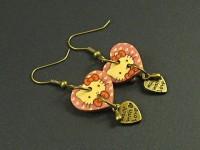 Boucles d'oreille coeurs en bois décor Hello Kitty