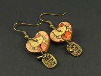 Boucles d'oreille composée d'anneaux couleur bronze et de coeur en bois Hello Kitty