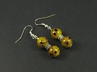 Boucles d'oreilles avec des perles de verre moucheté