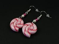 Boucles d'oreilles fantaisie sucre d'orge fuchsia et perles
