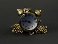 Collier montre en forme de réveil d'antan