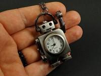 Collier montre robot en métal couleur gris foncé