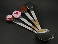 Jolies cuillères à dessert décorées de miniatures en argile polymère
