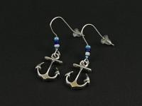 Boucles d'oreilles breloques ancres et perles de rocailles tons bleus