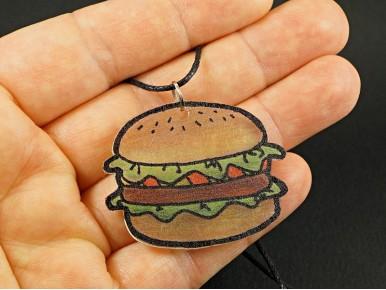 Collier artisanal en plastique fou motif hamburger
