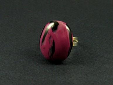 Bague artisanale cabochon ovale vieux violet