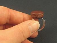 Bague artisanale mini macaron chocolat