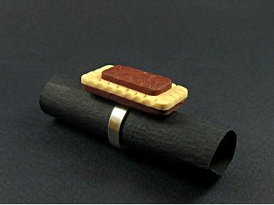 Bague artisanale rectangulaire en polymère bicolore