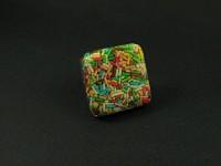 Bague fantaisie en résine remplie de bonbons vermicelles colorés