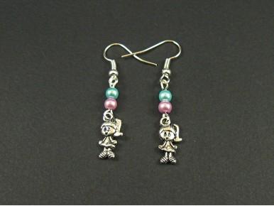 Boucles d'oreille fillettes avec des perles nacrées aux couleurs pastel