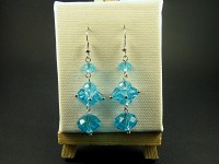 Boucles d'oreille constituées de plusieurs perles de verre azur