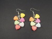 Boucles d'oreilles grappes perles acrylique coeurs berlingots