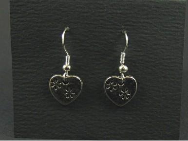 Boucles d'oreille en métal fantaisie avec sa breloque coeur