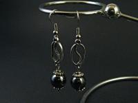 Boucles d'oreilles avec connecteur grain de café suivi de sa perle hématite