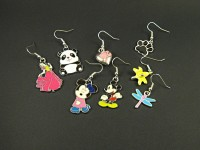 Boucles d'oreilles personnages (Mickey,Minnie....) en métal émaillé