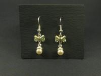 Boucles d'oreilles noeuds strassés vert et perles nacrées