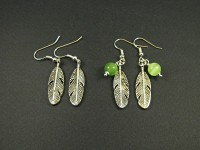 Boucles d'oreilles fantaisie accompagnées d'une breloque plume avec ou sans perle