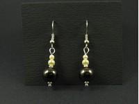 Boucles d'oreilles avec des perles nacrées et hématites