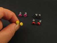 Boucles fantaisie en puces smileys colorés