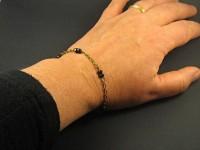 Bracelet fantaisie chaine bronze et perles facettées noires