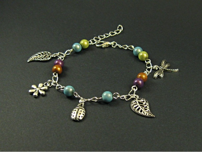 bracelet perle et breloque