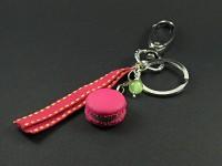 Porte-clés gourmand macaron framboise pistache et son ruban