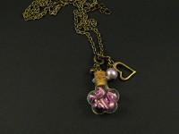 Collier fantaisie avec une mini fiole remplie de berlingots violets