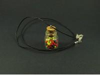 Collier fantaisie avec un mini bocal de verre garni de boules de gum