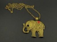 Collier en métal avec un gros pendentif éléphant strassé