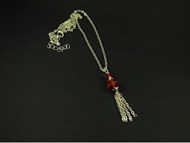 Collier fantaisie en chaine texturée et pendentif perles facettées rouges