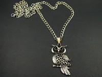 Collier fantaisie argenté avec un pendentif hibou