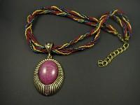 Collier de perles de rocaille avec un majestueux pendentif