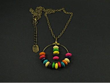 Collier rigolo avec des perles de bois colorées