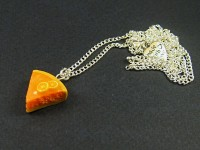 Collier au pendentif part de tarte à l'orange