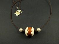 Collier avec une perle marron et nacré très originale