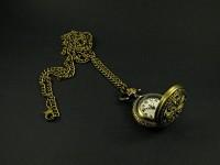 Collier bronze avec pendentif montre décorée de libellule