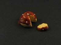 Miniature entremet en Fimo nappé de chocolat avec part découpée