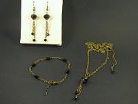 Parure fantaisie perles de verre facettées noires et chaine texturée couleur bronze